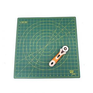 DAFA 360° Rotating Self Healing Cutting Mat 18″ x 18″ Includes a Quilted Bear Rotary Cutter